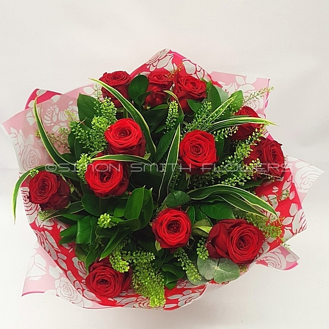 Click to view 12 RED ROSE HAND TIE